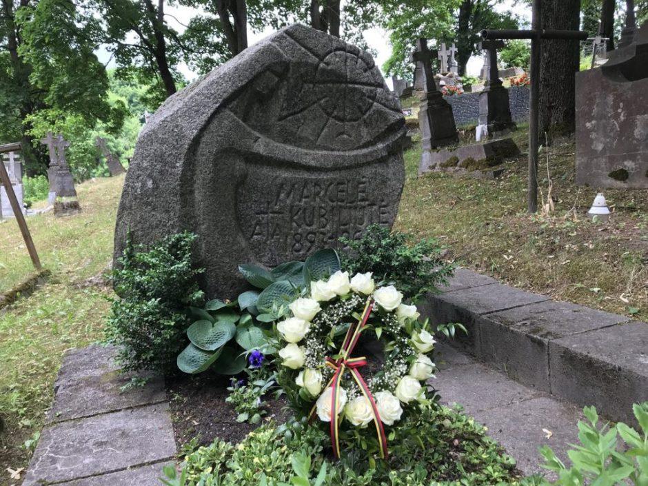 M.Kubiliūtės paskutinis noras, kad ją palaidotų Vilniaus Rasų kapinėse, buvo išpildytas.