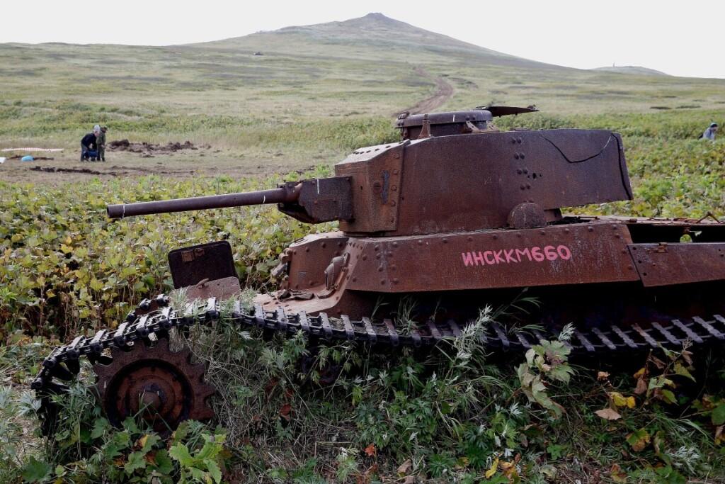 Japoniško tanko liekanos Šumšu saloje Šiaurės Kuriluose primena, kad taikos sutartis tarp Rusijos ir Japonijos vis dar nepasirašyta.