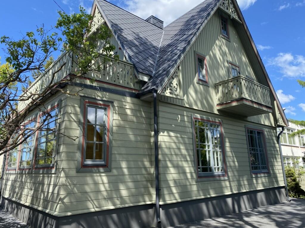 """Tradicinės žemaitiškos architektūros pavyzdžių galima rasti """"Vila Mares"""" puošyboje."""