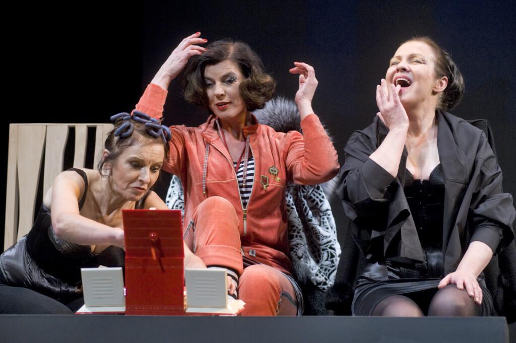 """""""Kapinių klubas"""" – įsimintina komedija su Elvyra Piškinaite (kairėje) ir Egle Gabrėnaite."""