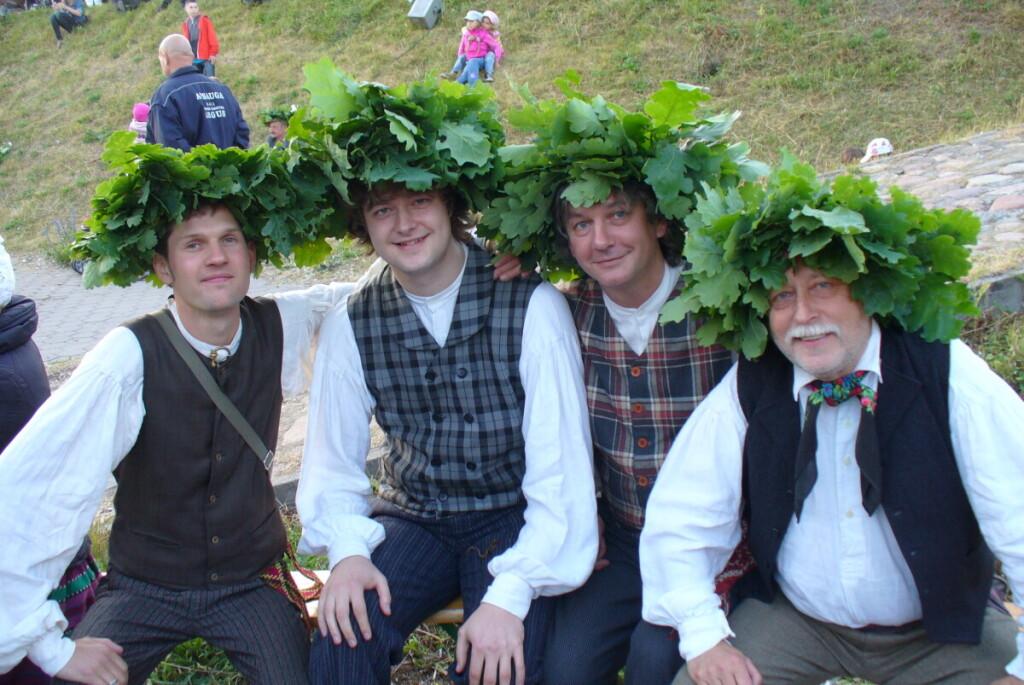 Ne Jonai, bet su vainikais: (iš kairės) Saulius Balsys, Tautvydas Bradauskas, Eimantas Gurskas, A.Fokas.