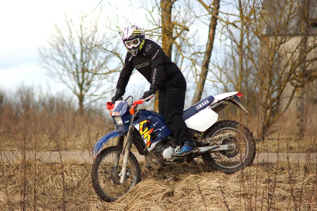 Aloyzas Mikalauskas ir jo motociklas. Laimio UNDZĖNO nuotr.