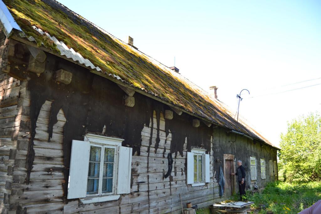 Paskutinio Kubilių kaimo gyventojo Alfonso Meškėno namas, pergyvenęs kelias santvarkas. Reginos VAIČEKONIENĖS nuotr.