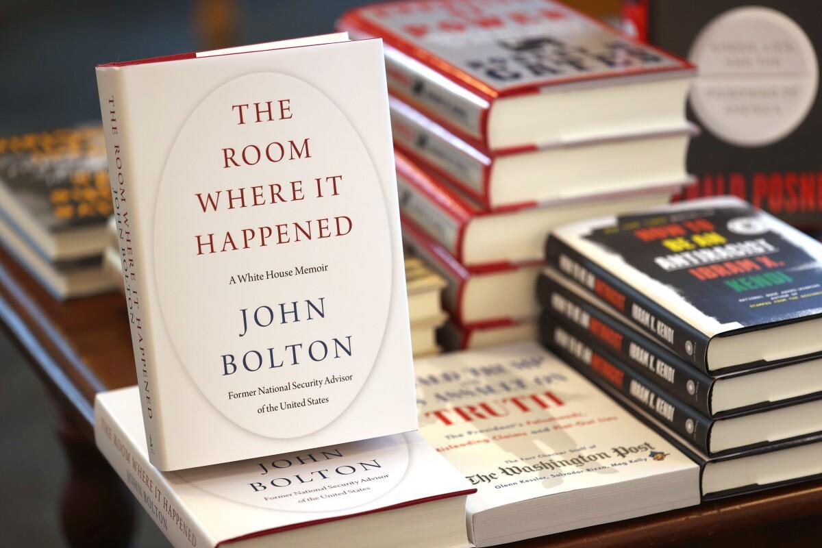 Neseniai pasirodžiusi J.Boltono knyga apie jo darbą Baltuosiuose rūmuose atskleidė stebėtiną D.Trumpo neišmanymą tarptautiniuose reikaluose.