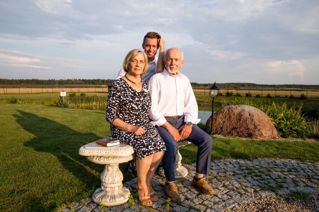 Aidas, jo mama Palmira ir tėvas Linijus. 2018 m. Baškių giminės susitikimas.