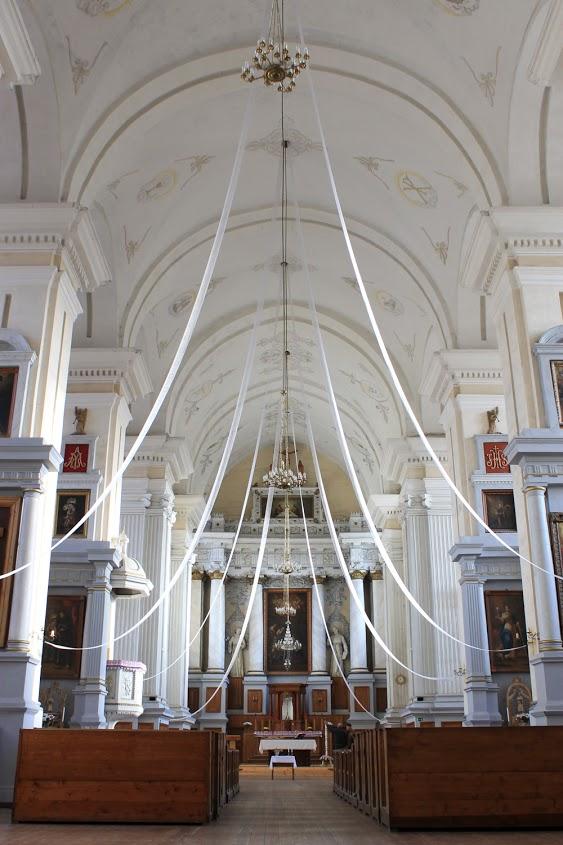 Dotnuvos Viešpaties Apreiškimo Švč. Mergelei Marijai bažnyčioje – labai daug tapytų paveikslų. (nuotr. autorė Edita Mongirdaitė)