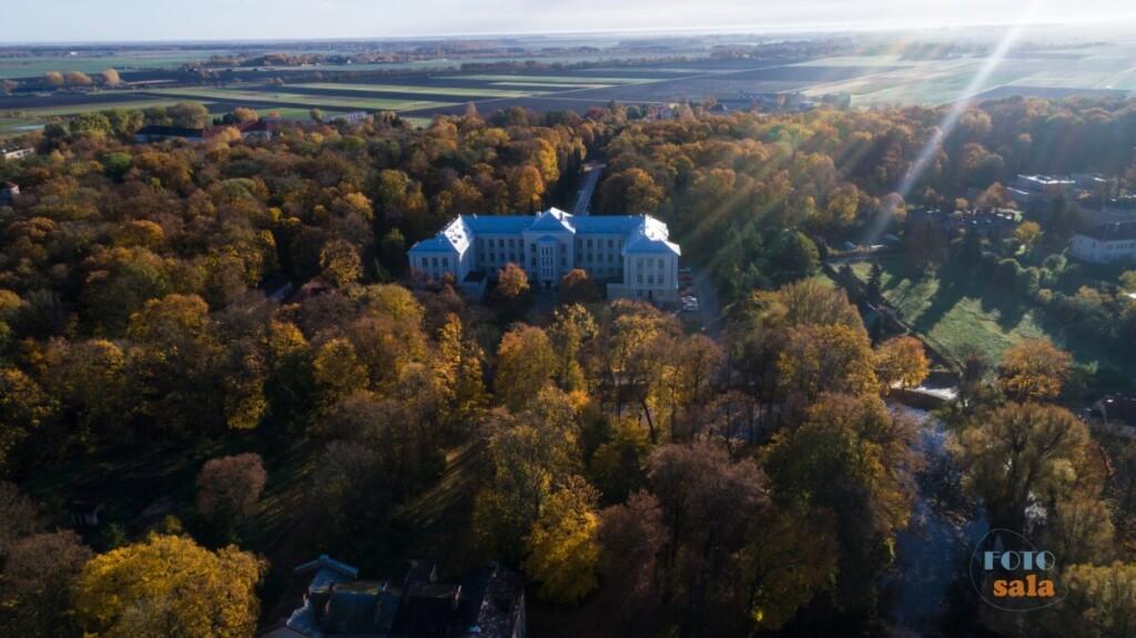 Dvaro sodybvietės pagrindiniame pastate šiandien yra Žemdirbystės institutas. (nuotr. autorius Vaidas Juška).