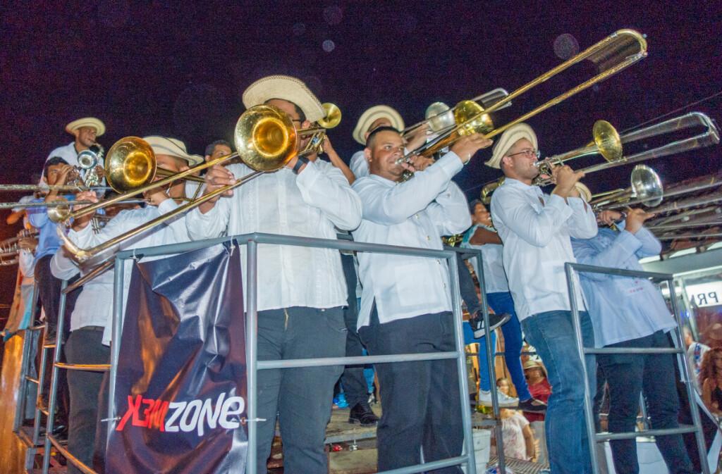 Karnavalą lydėjo skambi ir tranki orkestrantų muzika.