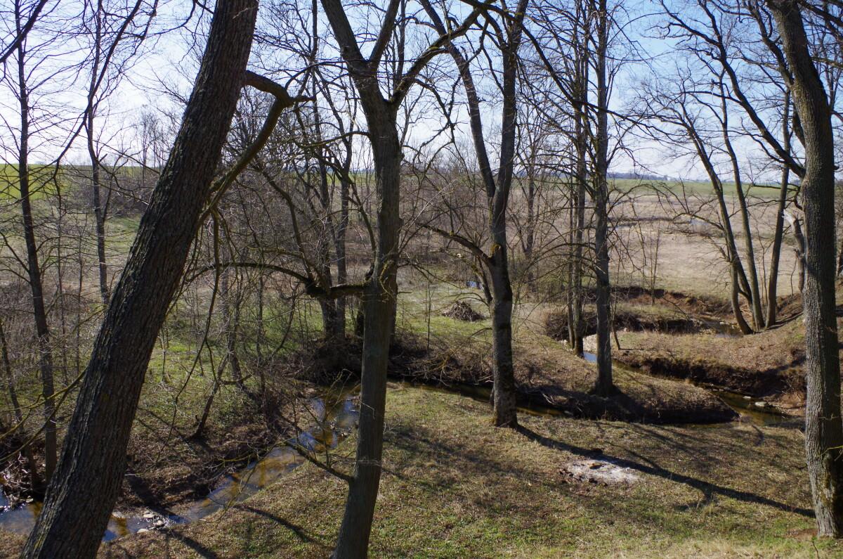Senuosius Raubonis nuo naujųjų skiria Tatulos upė, žavinti vaizdingomis apylinkėmis.