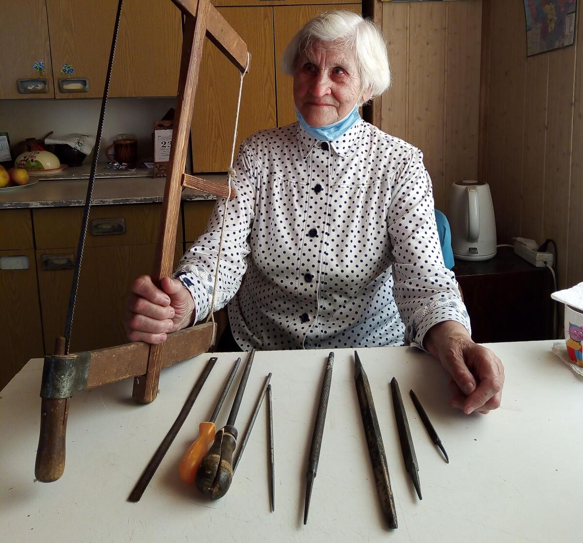 G.Matiukienė visą gyvenimą sunkiai dirbo ir tik išėjusi į pensiją pradėjo kurti rankdarbius.