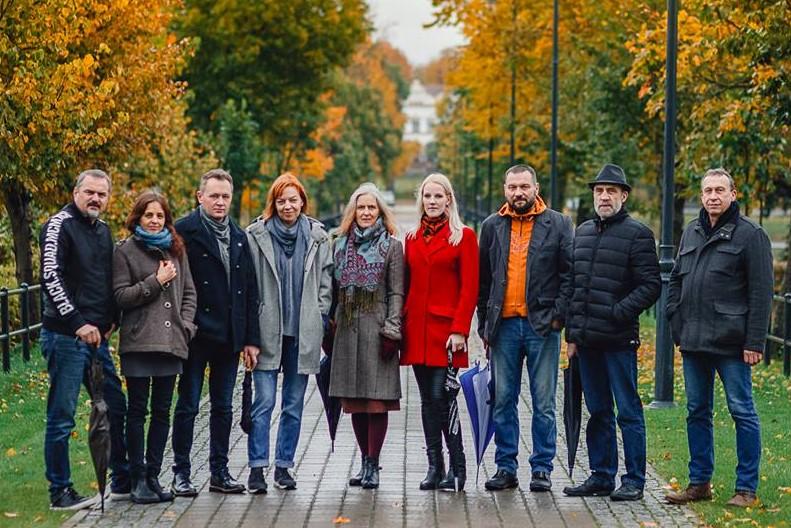 """Rokiškio dailininkų klubas """"Roda"""" (iš kairės): S.Daščioras, A.Keraitienė, Ž.Vaičiūnas, D.Varnaitė, S.Klemkaitė, E.Kurilavičienė, L.Keraitis, R.Gailiūnas, A.Augutis."""